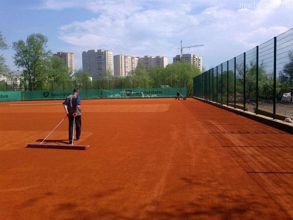 Теннисный корт пред установкой реазметки, Мастеркорт